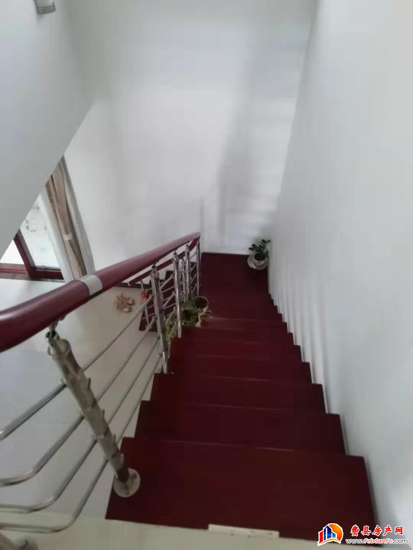 天平花苑主房155,阁楼80,露台50,车库28平170万。