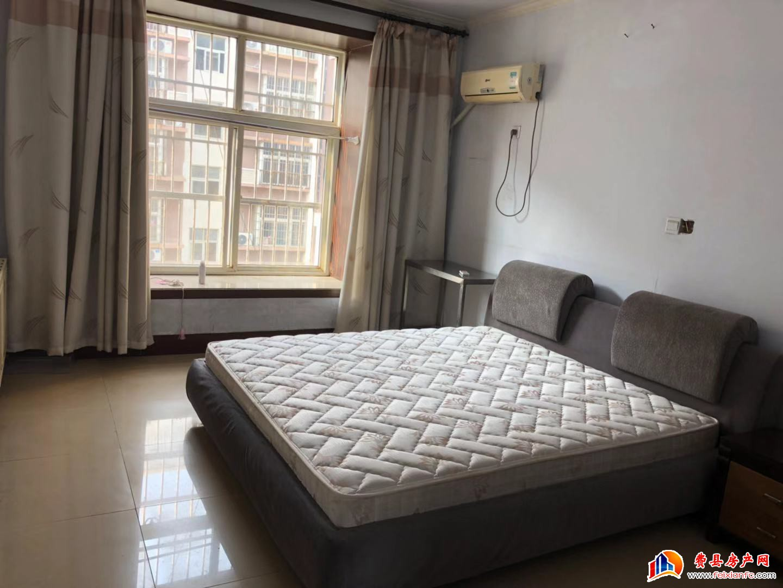 香榭丽东区 带全套家具家电 可拎包入住 年租15000