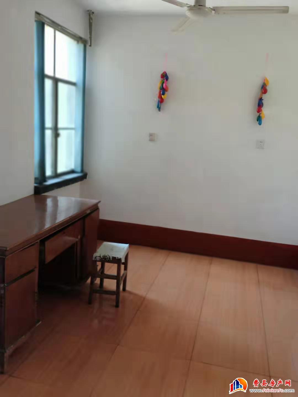 塑料厂家属院75平 两室一厅 干净卫生